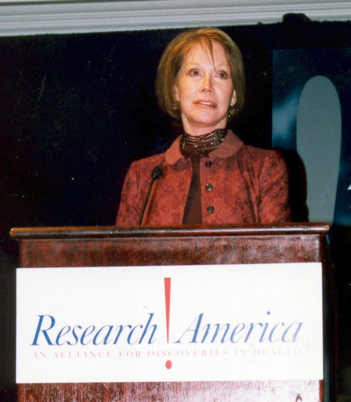 Mary Tylor Moore receiving an award on behalf of JRDF at Research!America's Advocacy Awards Dinner in 2005.